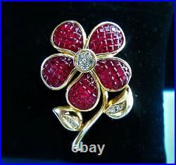 Gorgeous Swarovski Swan Invisibly Set Red Crystals Gold Plated Flower Brooch
